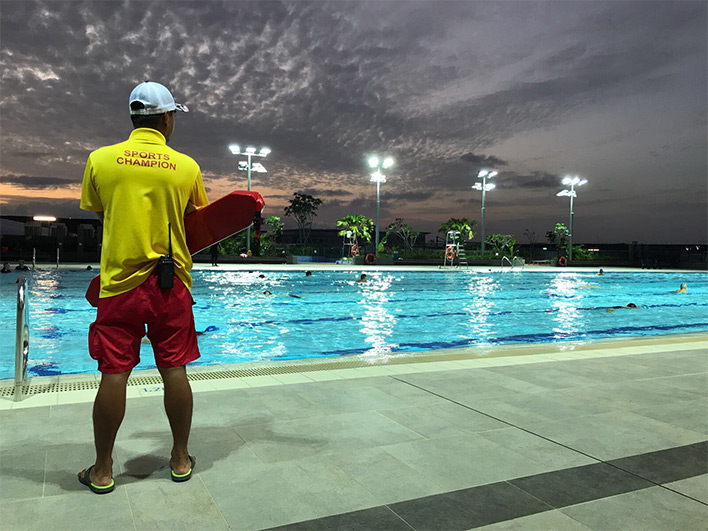 Tampines Swimming Complex - Sports Champion at the poolside
