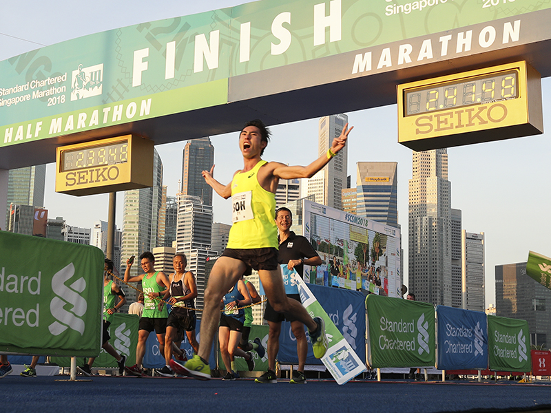 Soh Rui Yong clocked a time of 2:41.49 to be the first Singaporean to complete the 2018 Singapore Standard Chartered Marathon. Photo: Sport Singapore