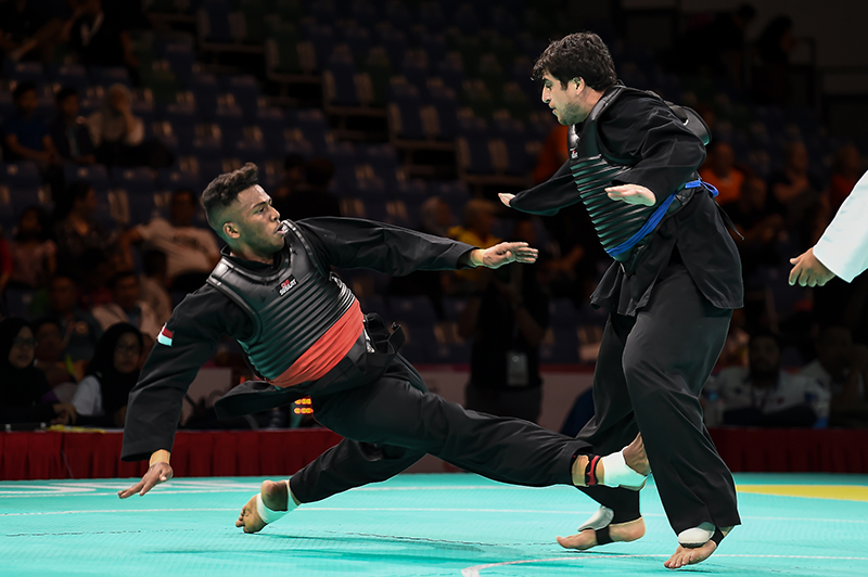 2018 World Pencak Silat Championship - Tanding - Male Category I, above 85-90kg - Quarter Finals -  Singapore Sports Hub, OCBC Arena, Singapore - December 14, 2018 - Sheik Ferdous Bin Sheik Alau'ddin (SGP) v. Magami Bairamov (RUS) Photo by Freddy Chew/SportSG