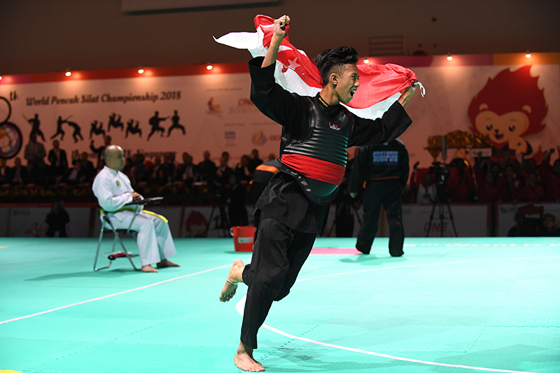 2018 World Pencak Silat Championship - Tanding - Male Category B, above 50-55kg - Finals -  Singapore Sports Hub, OCBC Arena, Singapore - December 16, 2018 - Muhammad Hazim B Mohd Yusli (SGP) v. Mohd Faizul B. Nasir (MAS) Photo by Suki/SportSG