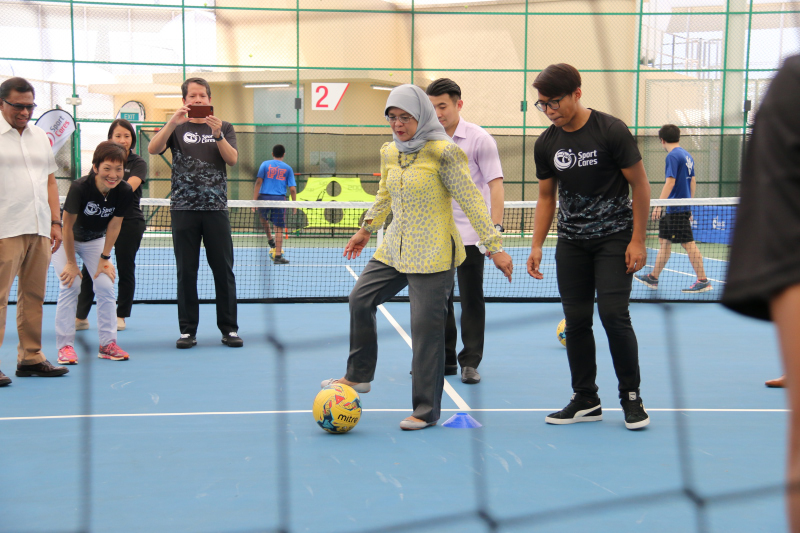 President Halimah Yacob demonstrates her sporty side at Heartbeats@Bedok on 17 March 2018. Photo by Ong Tian Hua/SportSG