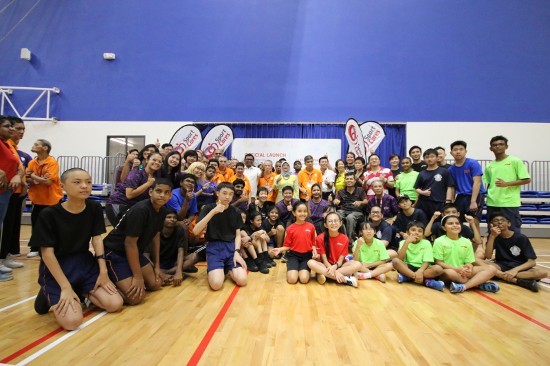 President Halimah Yacob takes a group photo with students at Heartbeats@Bedok on 17 March 2018. Photo by Ong Tian Hua/SportSG