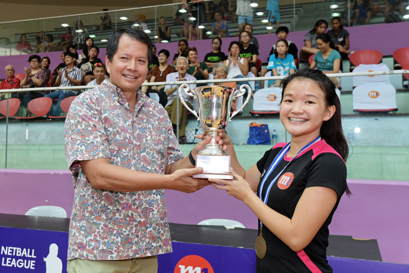 Blaze Dolphins player step forward to receive the trophy for team. Photo by Lim Sau Boon/SportSG