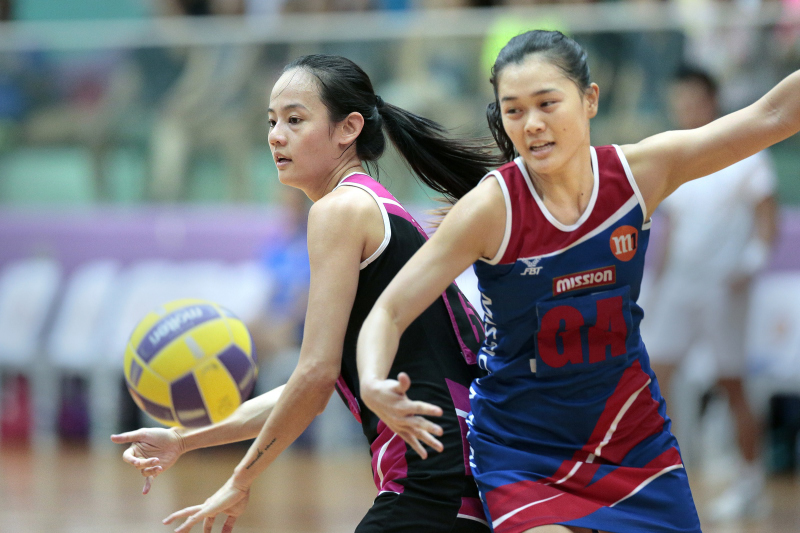 Mickey Lin of Blaze Dolphins defending the ball against Zhang Ailin of Mission Mannas. Photo by Lim Sau Boon/SportSG